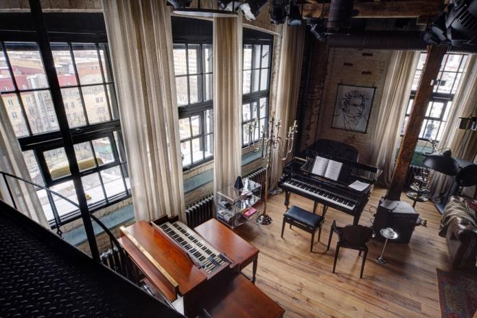 rideaux en lin à l'intérieur dans le style loft