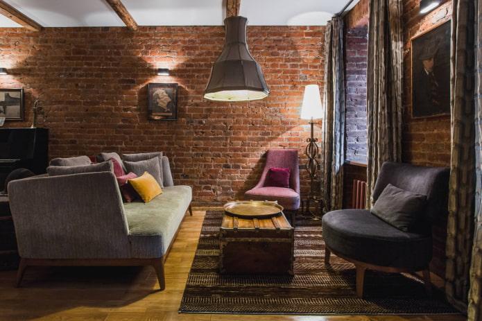 rideaux de taffetas dans le salon de style loft
