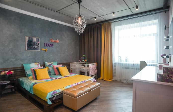 rideaux sur le cordon dans la chambre dans le style loft