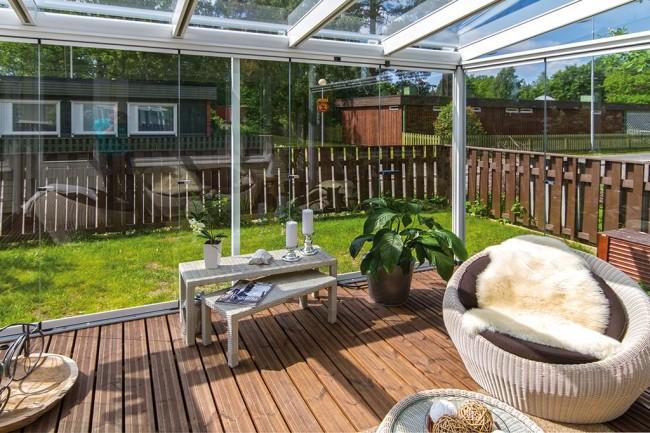 Terrasse confortable avec vitrage panoramique