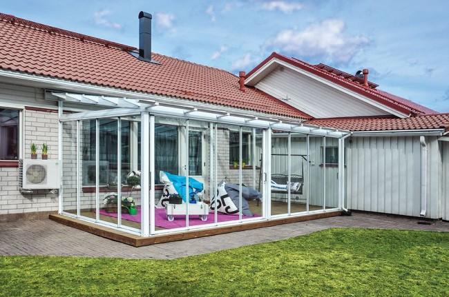 Terrasse vitrée avec cadre en plastique