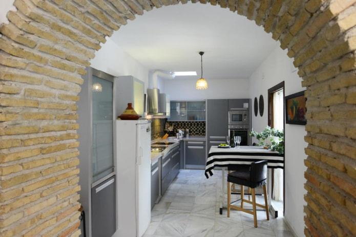 finition de l'arche à l'intérieur de la cuisine