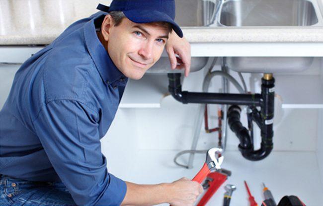 S'il y a un blocage dans les tuyaux, ne vous précipitez pas pour appeler un plombier, le problème peut être résolu par vous-même