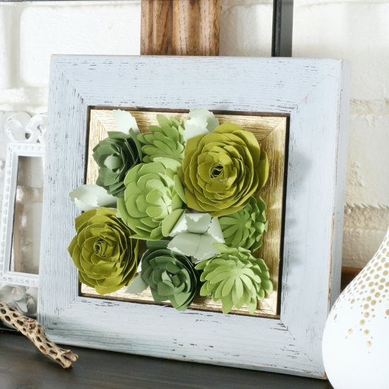 Créez un panneau insolite avec des fleurs en papier