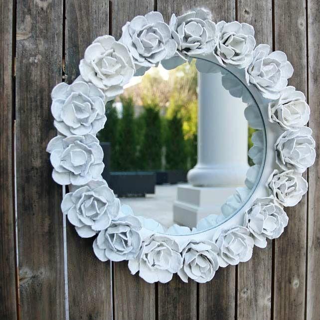 Décor exclusif d'un miroir avec des fleurs en papier épais