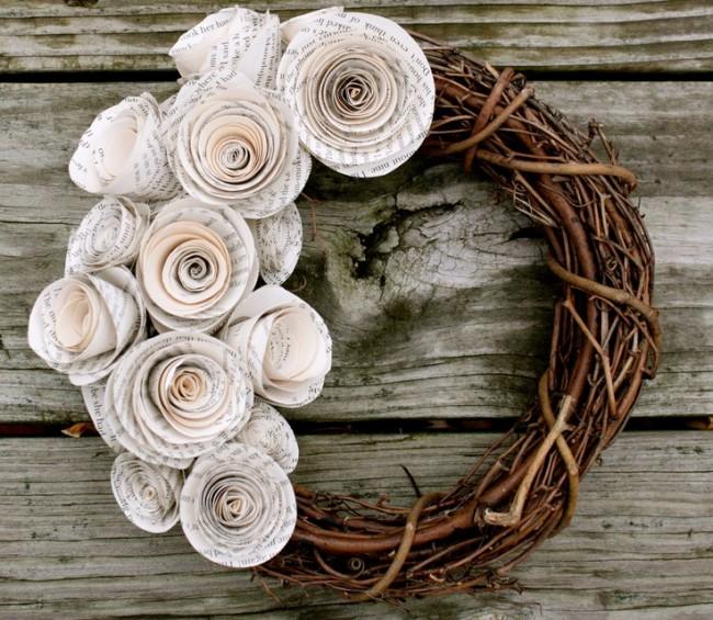 Couronne rustique décorée de fleurs en papier