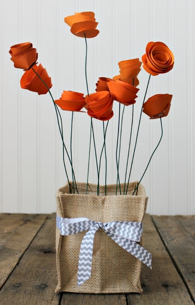Les fleurs faites à la main peuvent être utilisées pour ajouter une touche spéciale à l'intérieur.