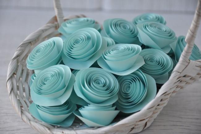 Un vase léger avec des roses délicates sera un excellent élément de décoration pour votre intérieur