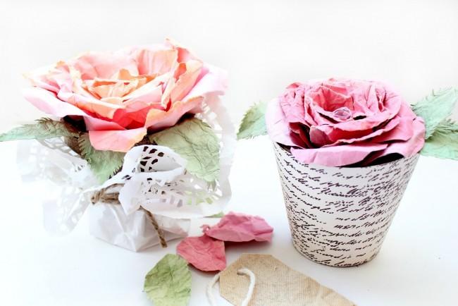 Fleurs délicates faites à la main en papier ordinaire