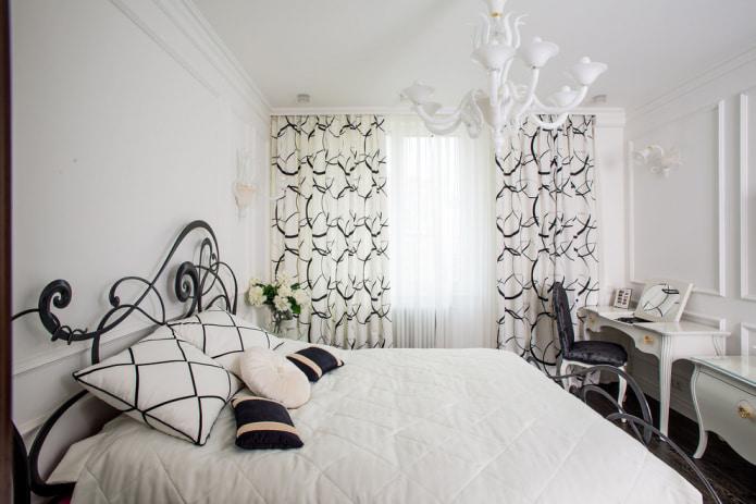 combinaison de rideaux unis avec des rideaux à motif