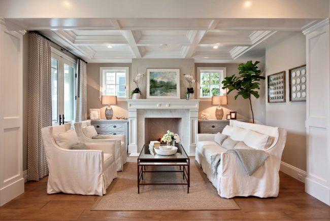 Un plafond à caissons est mieux installé dans les pièces avec de hauts plafonds
