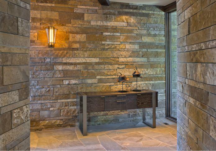 finition du couloir avec de la pierre
