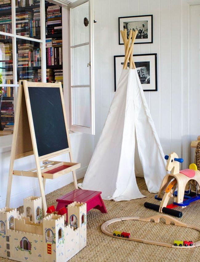 En l'absence de pièce séparée, vous pouvez équiper l'enfant d'une aire de jeux confortable
