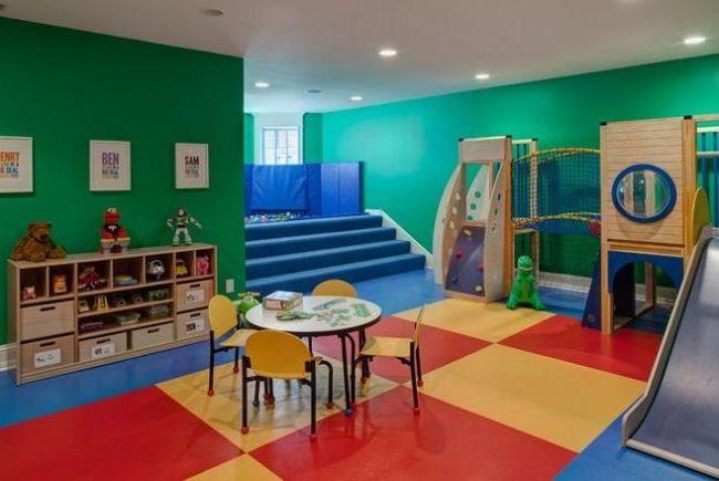 Les aires de jeux à des fins différentes sont peintes de différentes couleurs