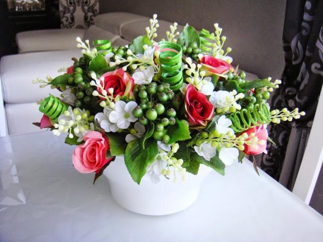 Les plantes artificielles sont très belles et sans prétention : elles ne nécessitent pas de soins particuliers
