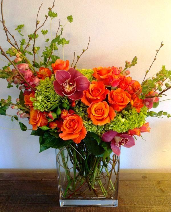 Créer une composition de fleurs artificielles nécessite des connaissances, de l'expérience et un bon goût artistique.