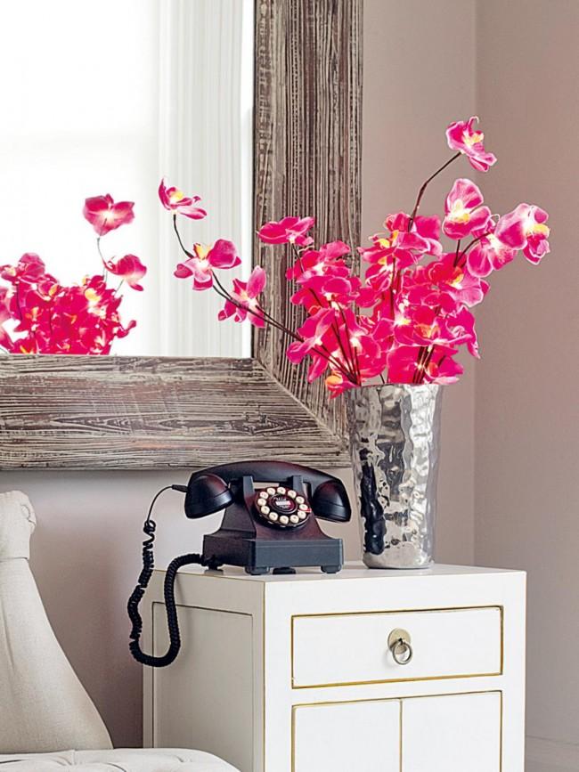 La chambre est un endroit très important où les fleurs doivent nécessairement se tenir