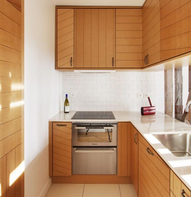 Cuisine en L avec des façades d'armoires inhabituelles