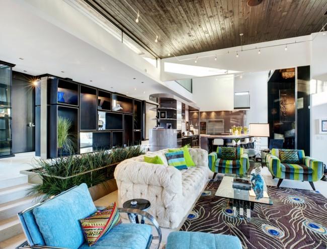 Le salon de la maison doit être non seulement beau, mais aussi confortable pour les ménages et les invités.