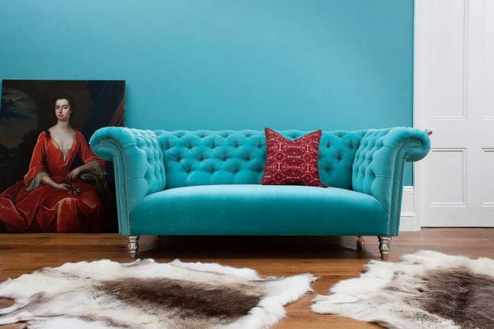canapé chersterfield turquoise à l'intérieur