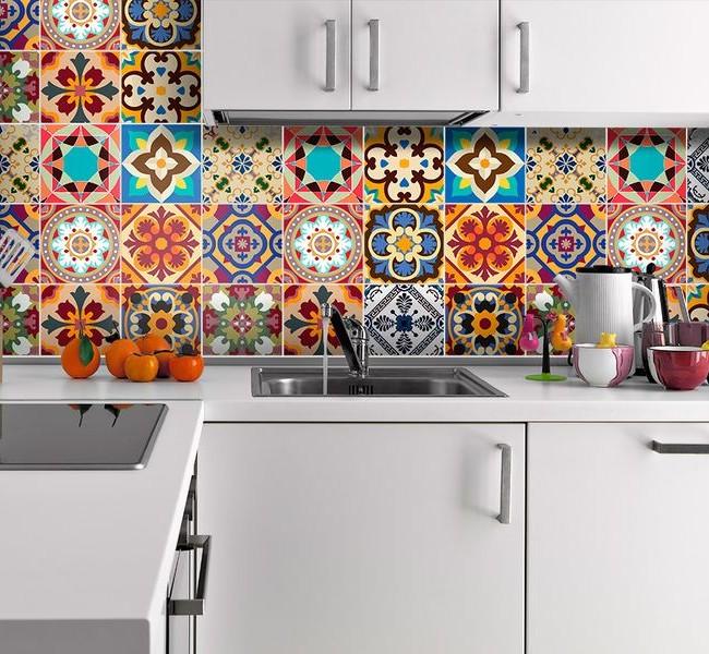 Les carreaux de dosseret sélectionnés avec compétence ajouteront de l'expressivité à l'intérieur de la cuisine.