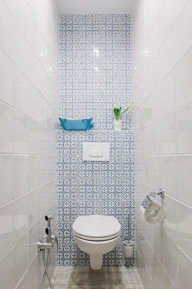 l'intérieur des toilettes de l'appartement Khrouchtchev