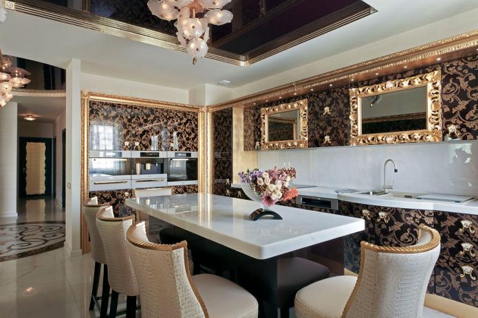 plafond noir et blanc avec bordure dorée