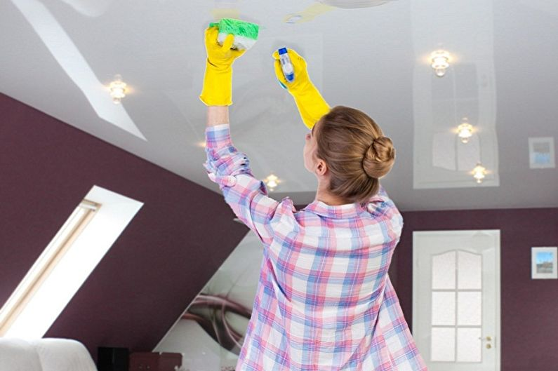 Comment laver un plafond tendu: méthodes et moyens