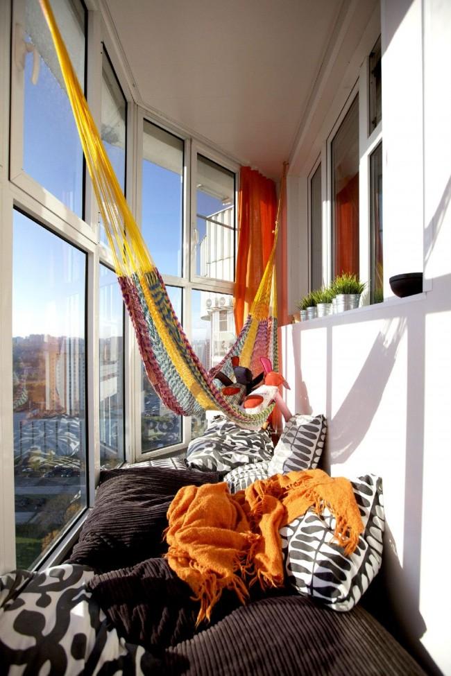 Vous pourrez vous détendre confortablement sur le balcon vitré et isolé même en hiver