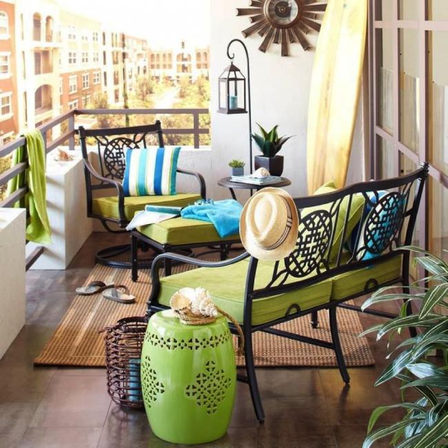 Une loggia joliment décorée peut devenir un lieu de détente pour toute la famille.
