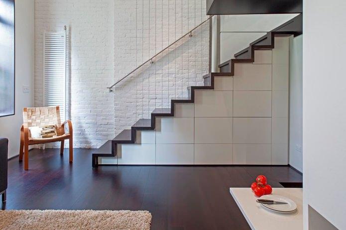 armoires sous la volée des escaliers