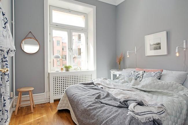 Il existe de nombreuses options de conception pour une petite chambre dans diverses directions stylistiques et palettes de couleurs.