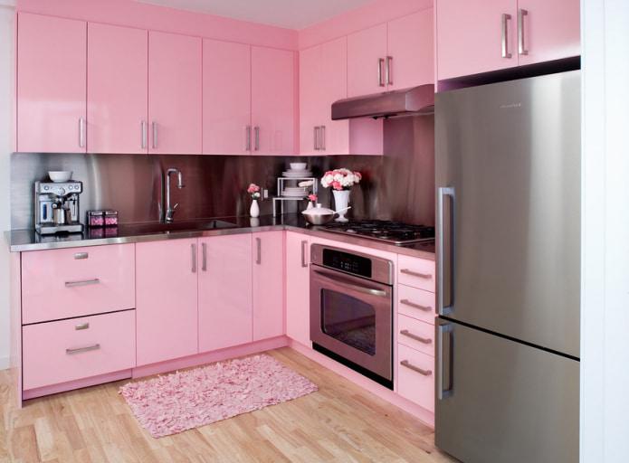 set de cuisine et tapis aux couleurs roses