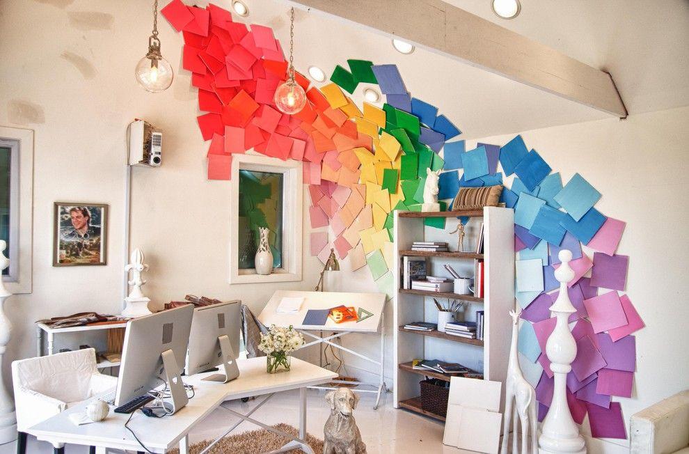 Feuilles de toutes les couleurs de l'arc-en-ciel - les couleurs se fondent harmonieusement les unes dans les autres