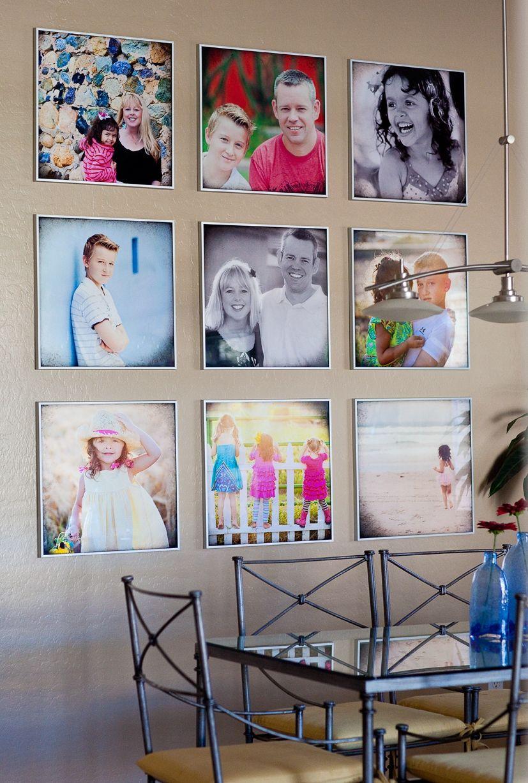 Des photos de famille multicolores lumineuses au mur de la salle à manger