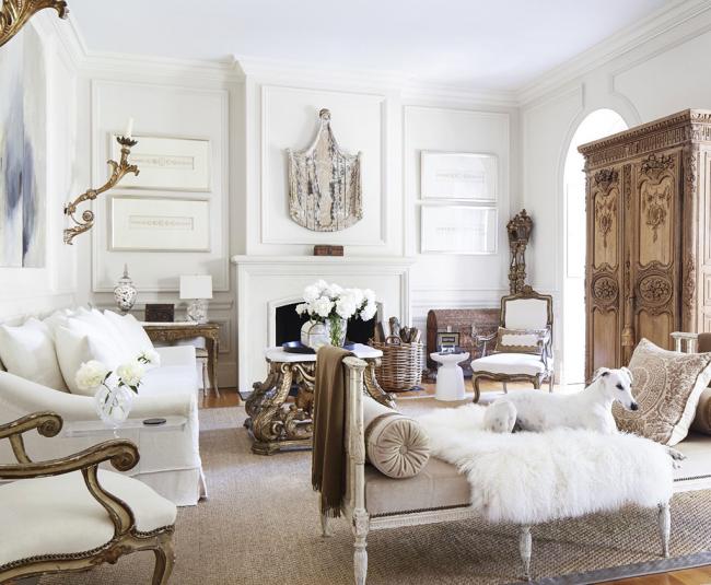 Mobilier de salon provençal - canapés et fauteuils blancs comme neige