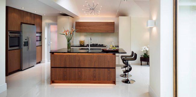 Corrigez le problème du manque de lumière naturelle, ou décorez simplement la cuisine - les LED vous donneront le champ d'action le plus large dans les deux cas