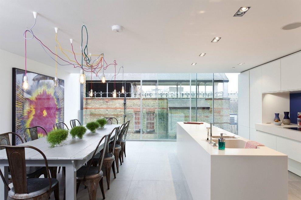 Photo 1 - Suspensions insolites au-dessus de la table à manger - pratiques et peu communes