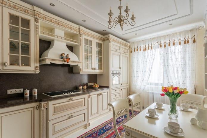 Ensemble de cuisine beige de style classique
