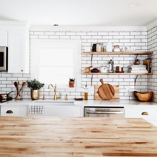 Étagères de cuisine - fonctionnelles et pratiques