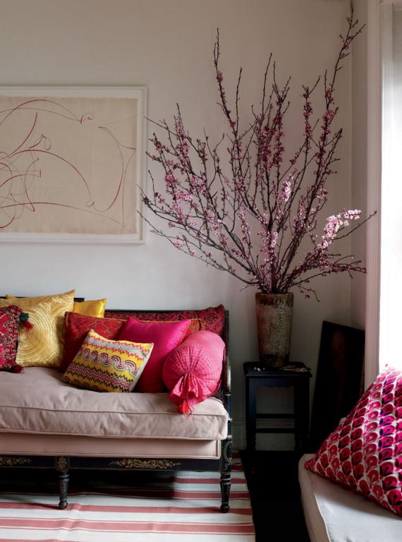 Des compositions floristiques à base de fleurs artificielles aideront à décorer n'importe quel coin de votre maison : créez un confort unique, ravivez l'atmosphère, regardez certaines pièces d'une nouvelle manière.