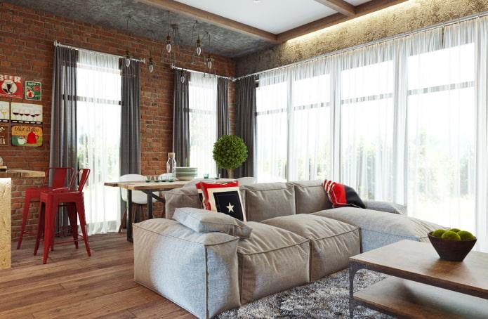 rideaux de voile dans le salon dans le style loft