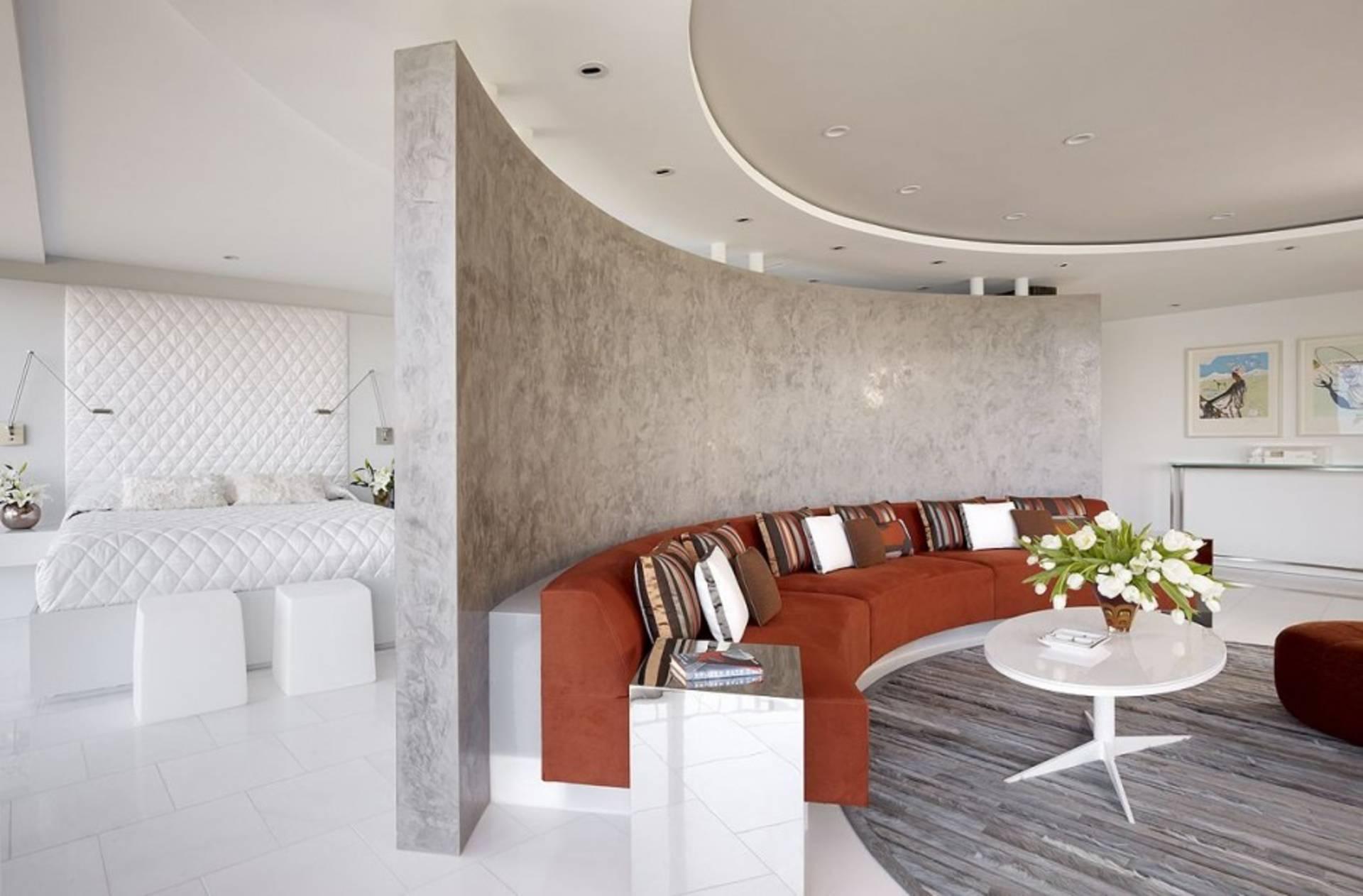 Imitation d'un mur de marbre à l'intérieur