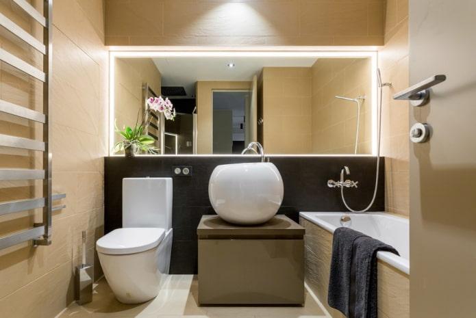 miroir intégré dans le mur à l'intérieur de la salle de bain