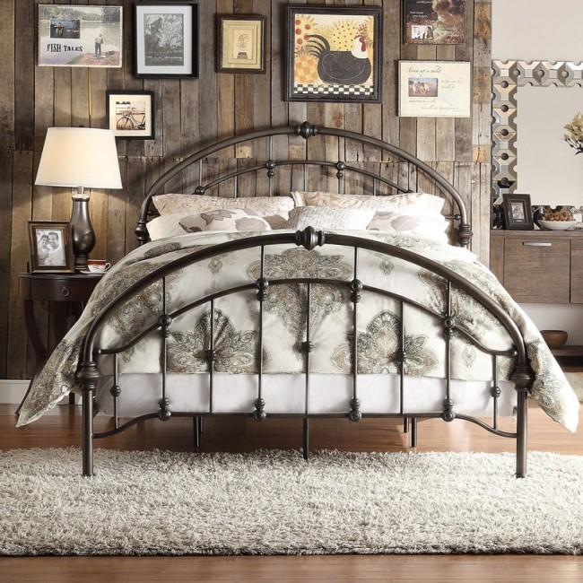 Un lit en fer forgé sera une décoration digne de n'importe quelle chambre