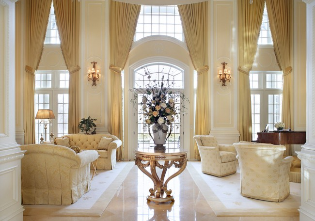 Les moulures intérieures peuvent être facilement utilisées comme outil pour créer des intérieurs classiques et néoclassiques sophistiqués