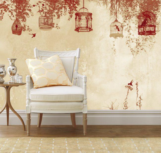 Les papiers peints beiges se marient bien avec les tons rouges