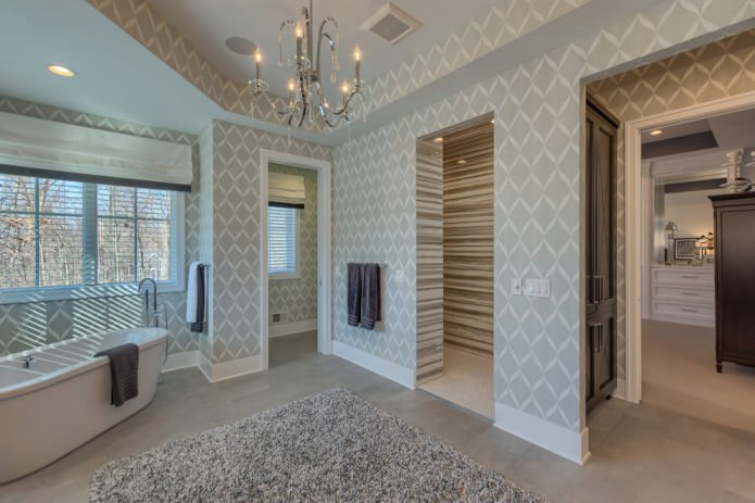 papier peint avec un motif dans la salle de bain
