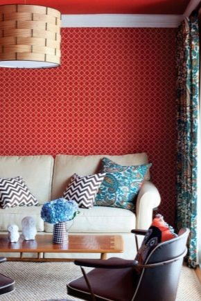 Papier peint rouge en décoration d'intérieur