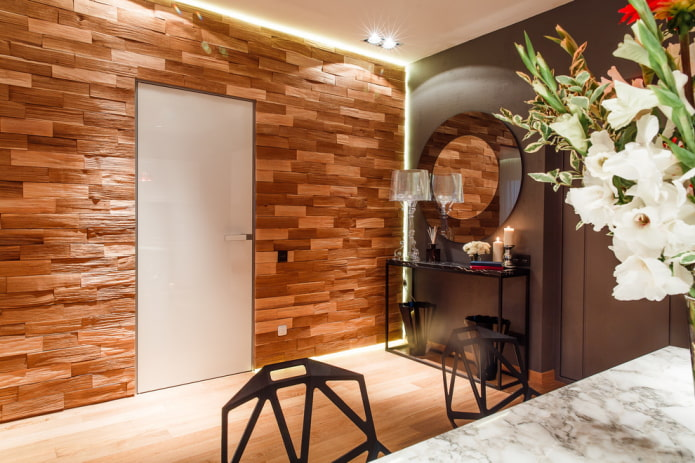 décoration en pierre décorative sur le mur à l'intérieur